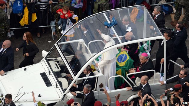 Pope arrives in his popemobile, Copacabana beach (28 July 2013)