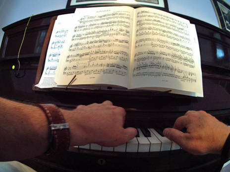 Piano playing caught by the Autographer