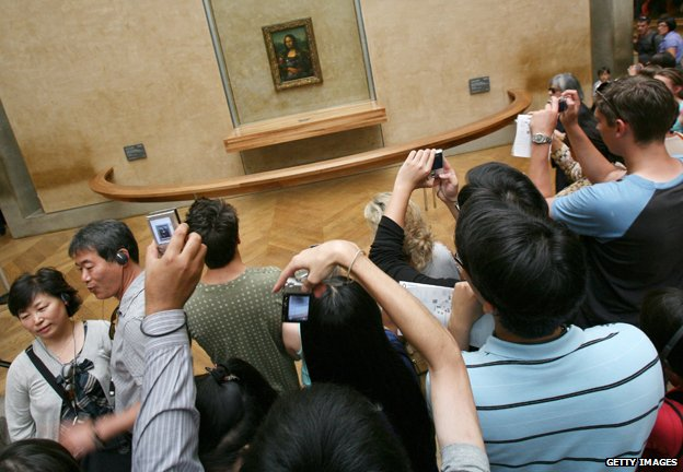 Tourists taking pictures of Mona Lisa