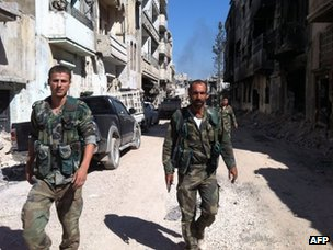Syrian government forces on patrol in Khalidiya, Homs (28 July 2013)