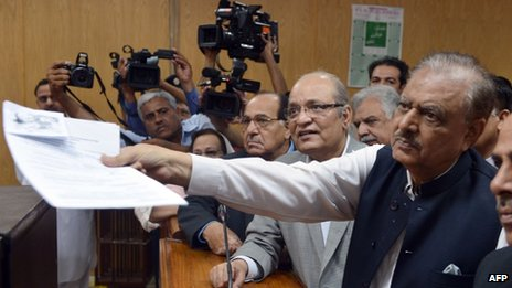Mamnoon Hussain (right) submits his presidential nomination papers at the High Court in Islamabad on 24 July 2013