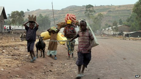 Congolese family flees fighting near Goma on 17 July 2013.