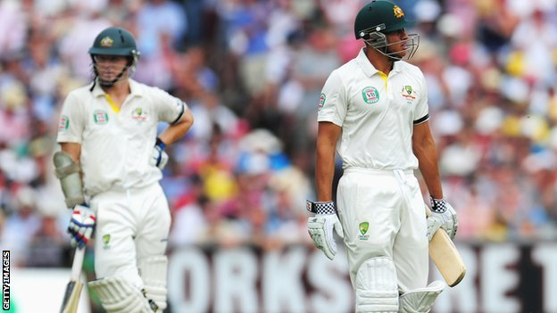 Usman Khawaja walks off dejectedly after beinf given out