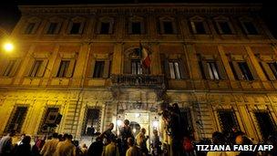 Reporters wait in front of former Italian prime minister Silvio Berlusconi's residence, Palazzo Grazioli (August 1, 2013) in Rome
