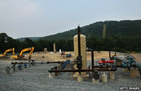 A fracking plant in the US, showing two diggers and drilling, extraction machinery