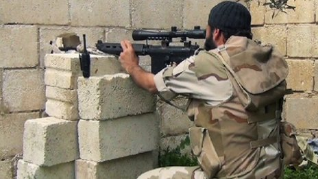 Sniper from Nusra Front aiming towards Syrian troops