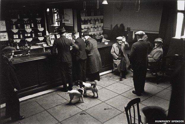 Ashington - Pub interior, 1937/38
