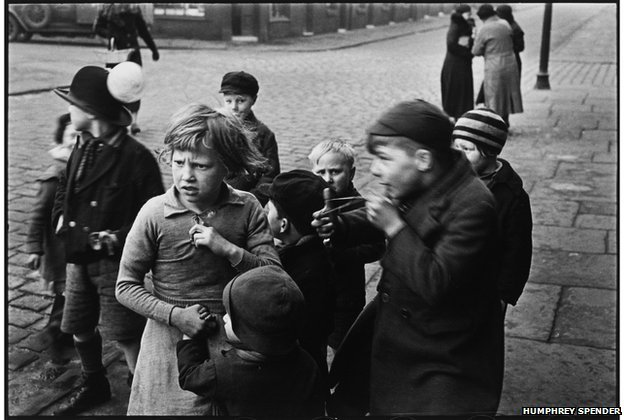 Parliamentary by-election - Children hanging around outside, 1937-38