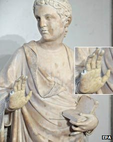 Damaged statue at the Museo dell'Opera del Duomo