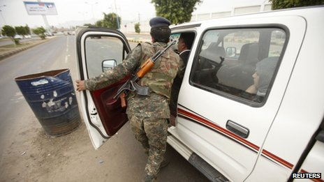 A vehicle is searched in Sanaa, Yemen (5 August 2013)