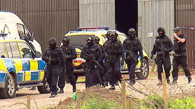 Armed police at farm in Auldhouse