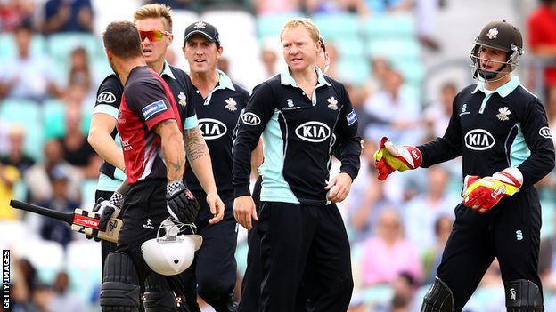 Surrey's Gareth Batty dismisses Somerset's Peter Trego
