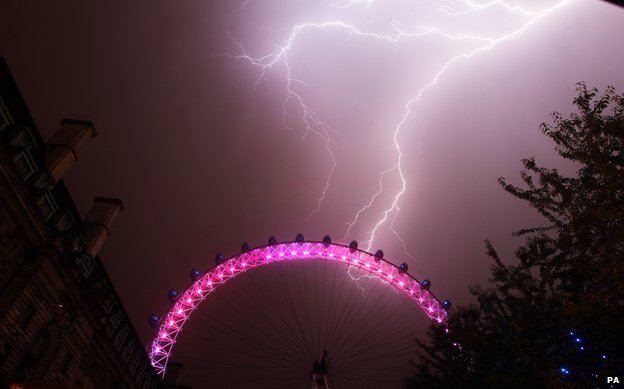 London Eye struck by lightning, July 2013