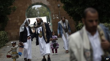 Yemenis gather after prayers to mark the end of Ramadan in Sanaa 08/08/2013