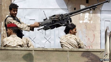Soldier mans an anti-aircraft gun on a military vehicle patrolling Sanaa 08/08/2013
