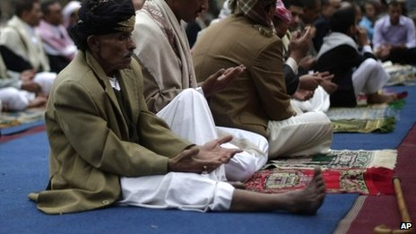 Yemeni worshippers offer Eid al-Fitr prayers marking the end of Ramadan in the capital Sanaa 08/08/2013
