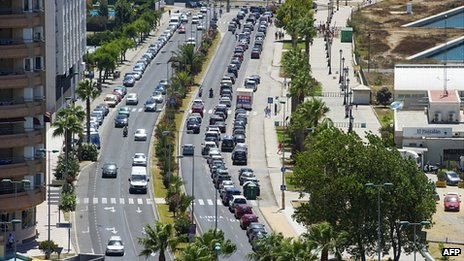 Long queues at Gibraltar-Spain border. 7 Aug 2013