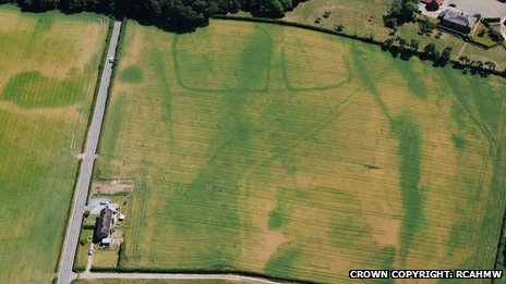 Iron Age farm surrounded by faint circles of Bronze Age burials near Bangor on Dee, Wrexham