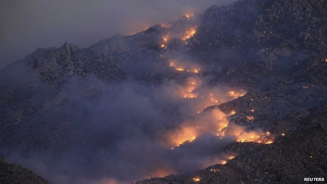 Fire spreads up north side of San Jacinto Mountains
