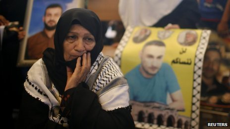 A Palestinian woman takes part in a protest calling for the release of Palestinian prisoners from Israeli jails, in Gaza City August 12, 2013.