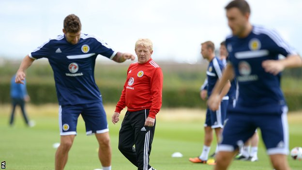 Scotland manager Gordon Strachan and players