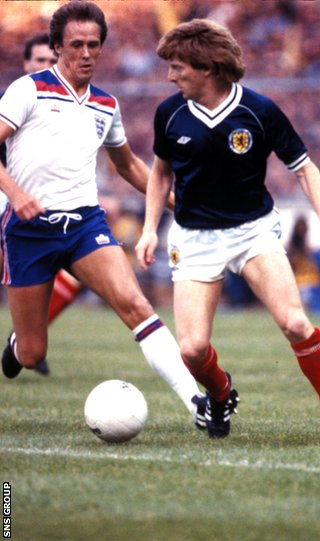 Strachan faces up to Phil Neal at Wembley in 1983