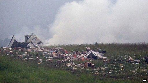 Parcels strewn across a field after a UPS cargo plane crashed near Birmingham-Shuttlesworth International Airport in Birmingham, Alabama, on 14 August 2013