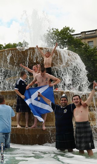 Scottish fans invade the fountain in Trafalgar Square