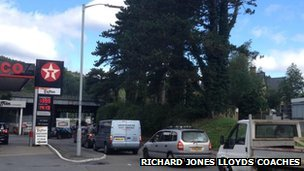 Traffic queuing in Machynlleth