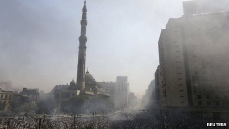 Smoke rises near the al-Fath Mosque during clashes at Ramses Square in Cairo, 16 August, 2013.