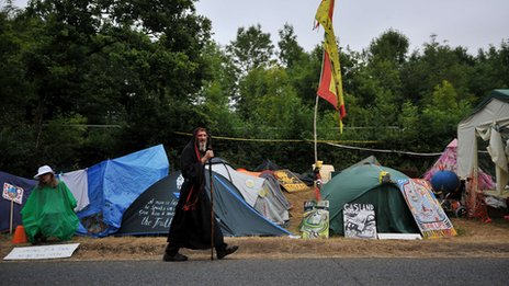 New campaigners arriving at Balcombe