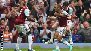 West Ham celebrate Joe Cole's goal