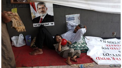 Father and daughter rest at a protest camp in Cairo (11 August 2013)