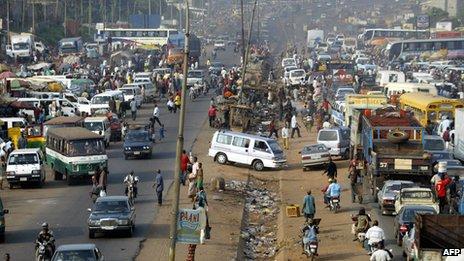 A street scene in Onitsha, Nigeria (7 December 2005)