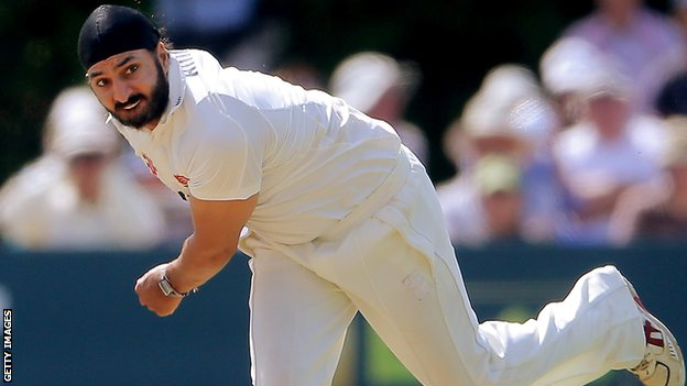 Monty Panesar bowling for Essex against Northants