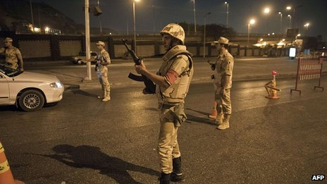 Soldiers at checkpoint in Cairo. 19 Aug 2013