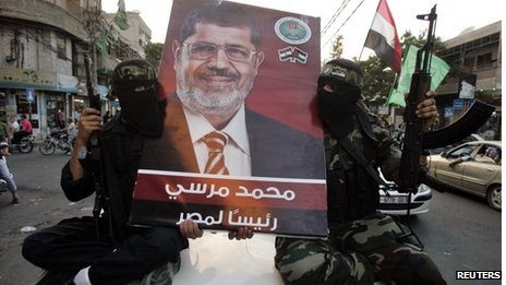 Hamas militants hold a poster of Mohamed Morsi ( June 2012 picture)