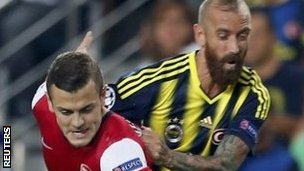 Arsenal's Jack Wilshere (left) and Fenerbahce's Raul Meireles
