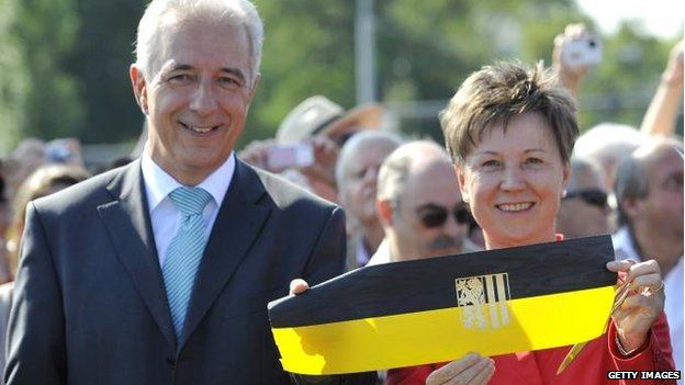 Saxony's Premier Stanislaw Tillich and Dresden Mayor Helma Orosz at the ribbon-cutting ceremony, Dresden (24 August)