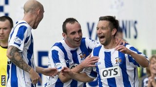 Kilmarnock players congratulate Barry Nicholson on his great goal