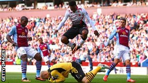 Aston Villa keeper Brad Guzan gathers the ball as Daniel Sturridge leaps above him