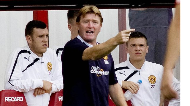Motherwell manager Stuart McCall (centre)