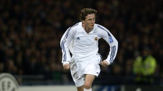 Steve McManaman playing for Real Madrid