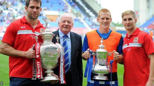 Wigan Warriors' Pat Richards (left)