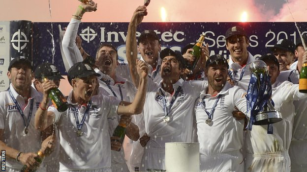 England celebrate with the Ashes urn