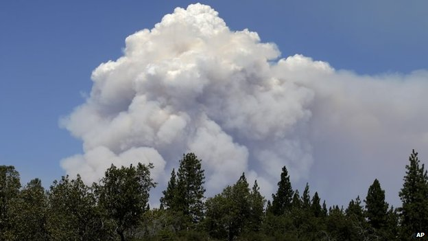 Smoke columns rise from the Rim Fire, near Yosemite National Park in California 26 August 2013