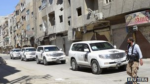 UN weapons inspectors' convoy and a Free Syrian Army fighter