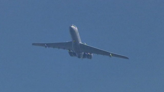 Vickers VC10 flying into Newquay