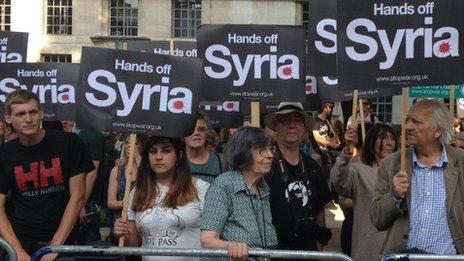 http://news.bbcimg.co.uk/media/images/69528000/jpg/_69528036_protest1.jpg