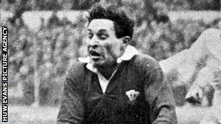 Cliff Morgan playing for Wales against England in the 1950s